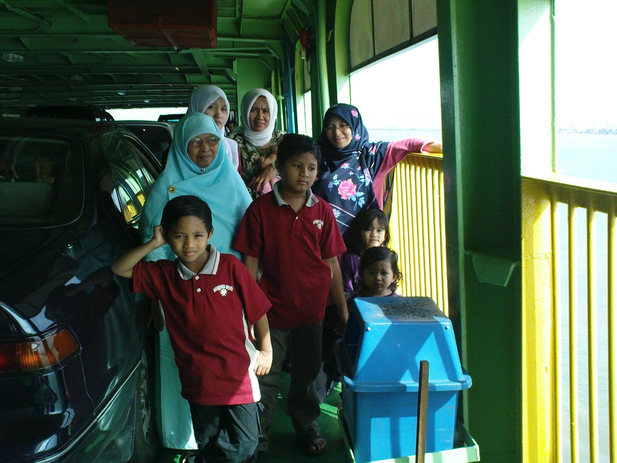 Di dalam feri menuju Pulau Mutiara